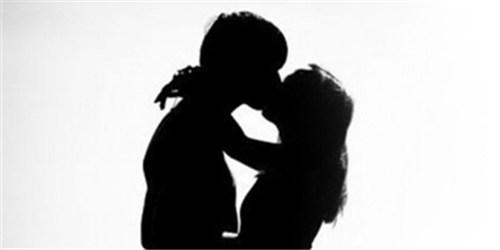 一周神回复:我跟一个不认识的女生接吻了