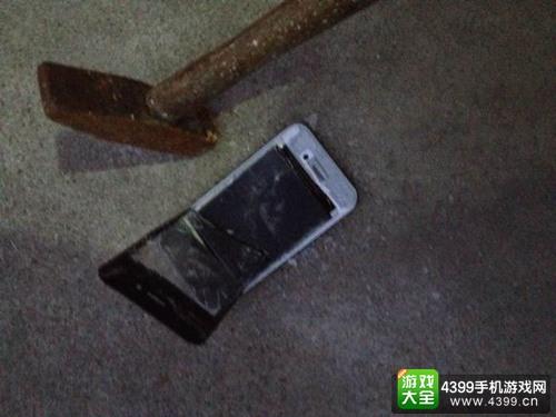 砸iPhone