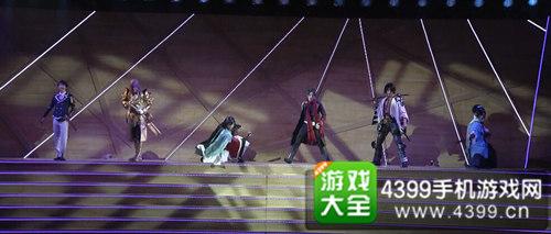 《刀剑乱舞》音乐剧--左起:崛川国广、蜂须贺虎彻、和泉守兼定、加州清光、长曾弥虎彻、大和守安定