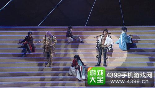 《刀剑乱舞》音乐剧--左起:加州清光、蜂须贺虎彻、崛川国广、和泉守兼定、长曾弥虎彻、大和守安定