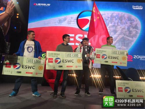 鸣圣(右二)和B village(左二)分别夺得冠军和季军