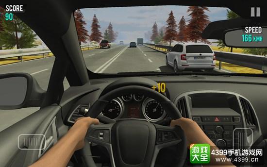 游戏的操作采用重力感应控制转向,按钮控制加速和减速。小编个人是比较喜欢赛车类手机游戏的,主要就是因为手机游戏基本采用重力感应来控制车辆转向,这也能带给玩家们足够真实的驾驶手感。本作中在转向的时候也非常有特点,玩家们的手机摇动幅度有多大,那么车辆方向盘转向角度就有多大,所以玩家们在驾驶车辆的时候可以同现实中一样控制车辆的转向角度,这种非常精准性的转向方式在很多高端赛车游戏中都无法出现的,这也是本作最大的亮点所在。
