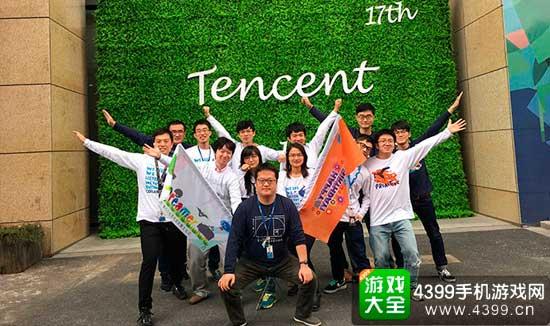 2015年腾讯司庆时与团队的合影