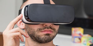四三九九VR|三星Gear VR广告在戛纳获金奖 鸵鸟也爱玩VR?