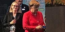总理也玩游戏 德国总理科隆游戏展现场试玩《模拟农场17》