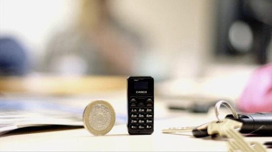 这可能是世界上最小的手机 0.49英寸只比硬币大一点