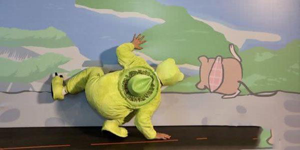同样是COS旅行青蛙 为什么我们画风不一样?