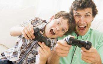 和父母玩游戏