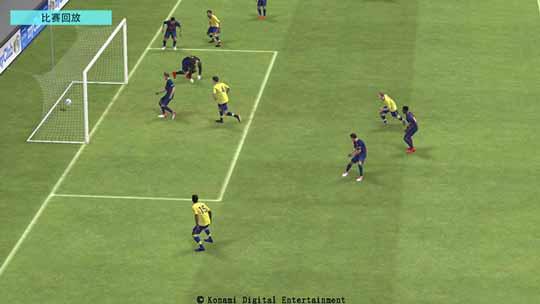 游戏中操控球员完成精妙进攻配合