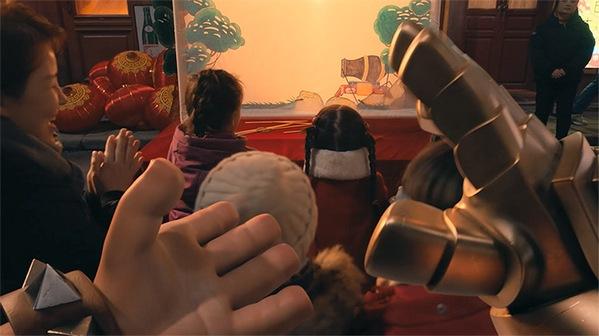 部落冲突游戏贺岁短片公布 陈意涵Estelle携野蛮人王上演金猪速递