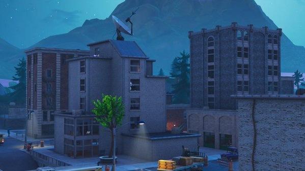 堡垒之夜手游斜塔小镇楼房再度被毁 灾后重建迫在眉睫
