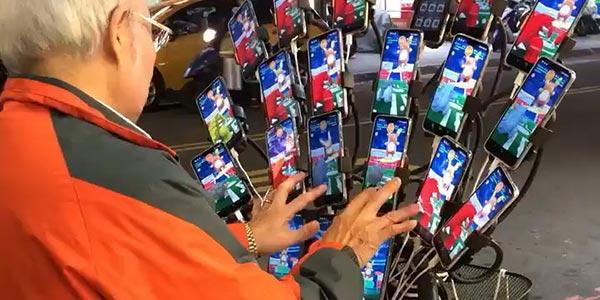 你大爷还是你大爷!70岁老人用21部手机抓宝可梦
