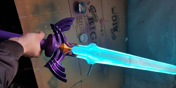 大佬自制《塞尔达传说》大师剑 还会发光!