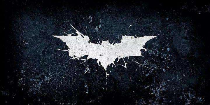 《蝙蝠�b:阿甘起源》雕像感受蝙蝠�b��特的魅力